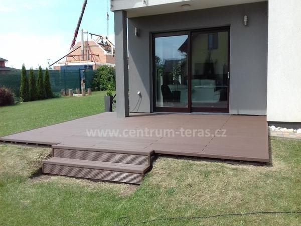 Zahradní terasa a vstup do domu Olomouc
